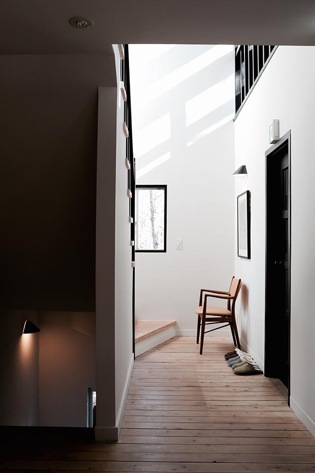 finnjuhl-46 chair hotel Hakuba Japan leather light brown