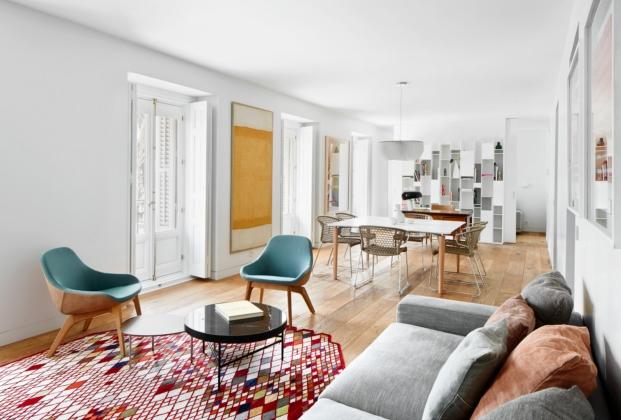 salon comerdor estudio de casa en madrid con obras de arte de lucas-hernandez-gil-jose-hevia-diariodesign