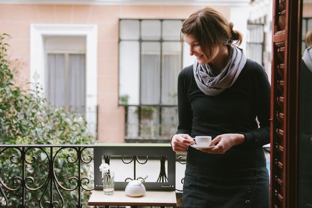 mesita para cafe en la balcones pequenos en diariodesign
