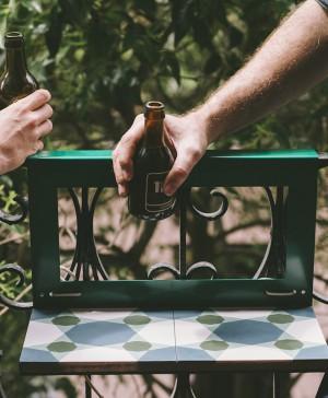 manuela mesita para balcon pequeño de pavimento hidraulico diariodesign