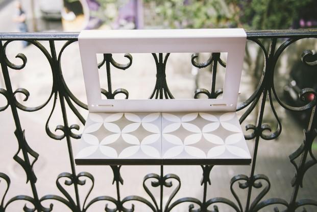 mueble exterior mesita planca para balcón en hidraulico diariodesign