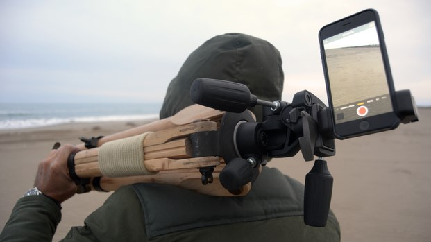 práctico portasmartphone en trípode para videos shoulderpod diariodesign
