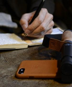 apple palo selfie pequeño y elegante Shoulderpod en diariodesign
