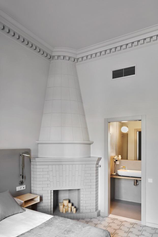 detalle chimenea en habitacion del aprthotel en eixample barcelona diariodesign