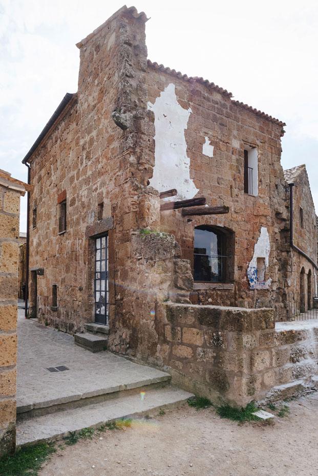 Airbnb House of artist Casa del Artista Civita di Bagnoregio Italia diariodesign