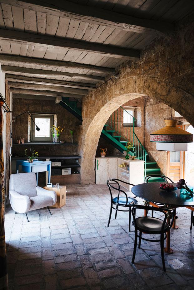 House of artist rehabilitacion de Gerrit Rietveld arquitecto en Civita di Bagnoregio Italia diariodesign