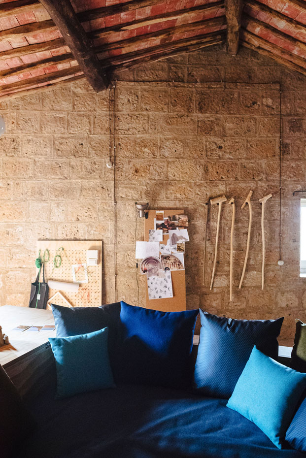 tejidos Kuadrat en la Casa del Artistas en Civita di Bagnoregio Italia diariodesign