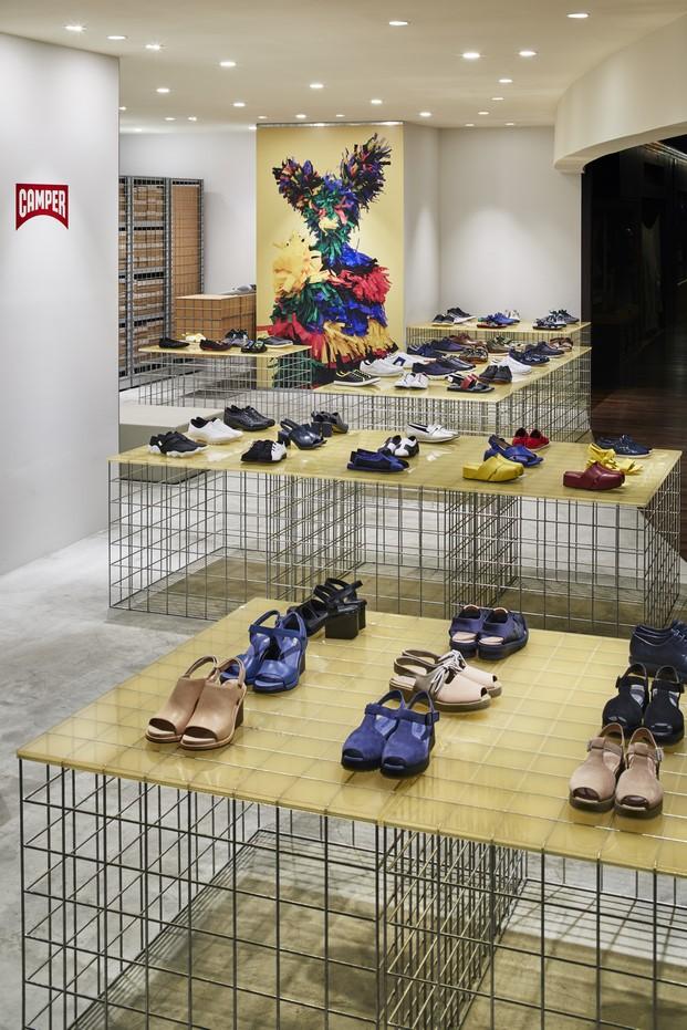 interior de la tienda camper en Tokyo por Schemata Architects diariodesign