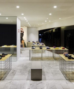 tienda CAMPER en tokyo diariodesign