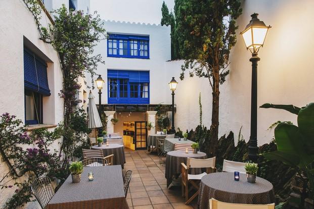 terraza Hotel Nereta Cadaques mediterraneo diariodesign