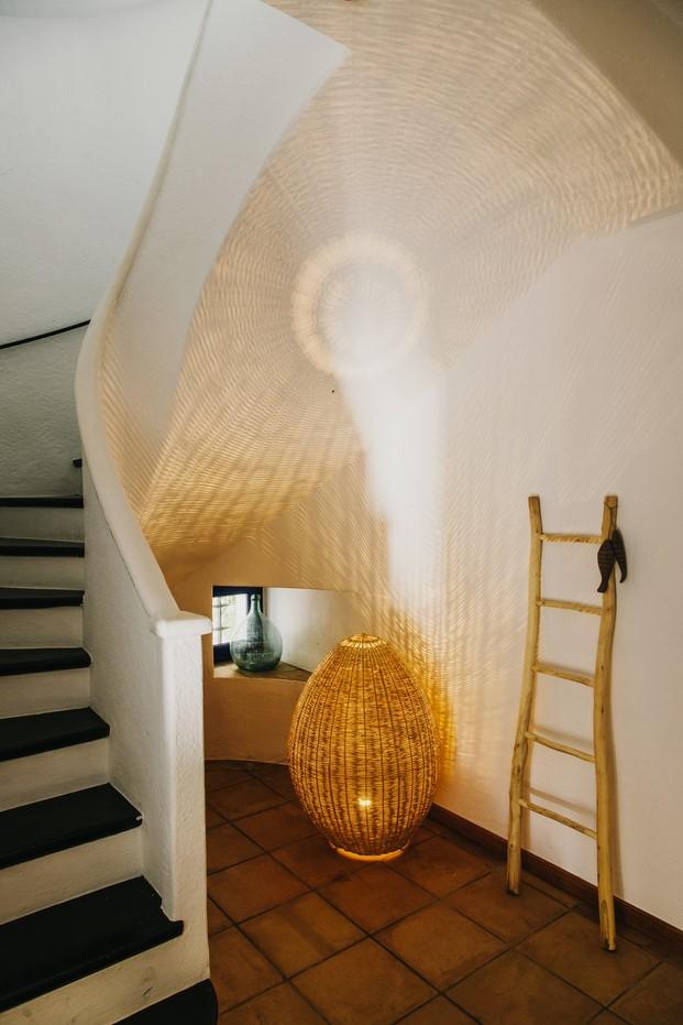 detalle escalera Hotel Nereta Cadaques mediterraneo diariodesign