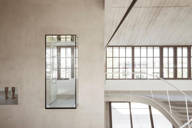 Panzerhalle reconvertido en loft por Smartvoll en Salzburgo diariodesign magazine