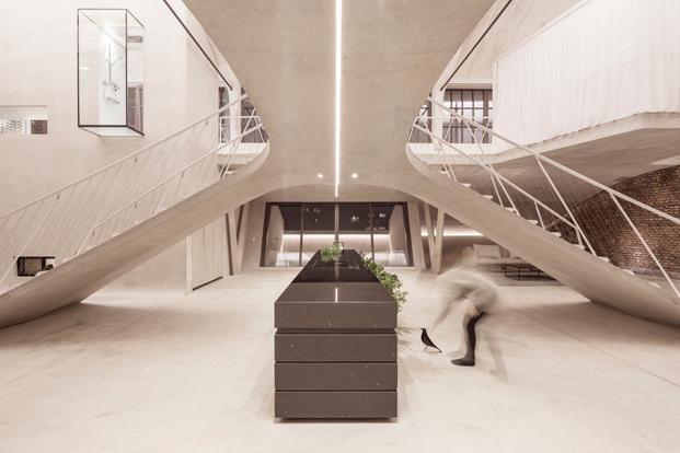 Panzerhalle reconvertido en loft de Smartvoll en Austria diariodesign