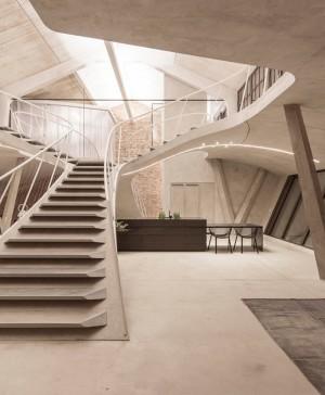 Loft Panzerhalle del estudio Smartvoll loft en Salzburgo escaleras diariodesign