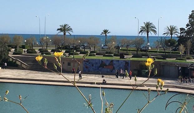 Mosaico de Joan Miró en el parc de la mar de mallorca