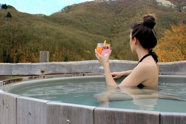 bañera exterior en ecohotel Tierra Del Agua diariodesign