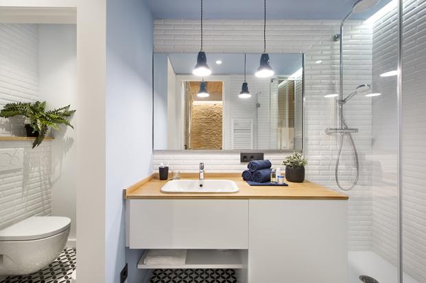 baño de Casa de Playa Urbana en barcelona diariodesign