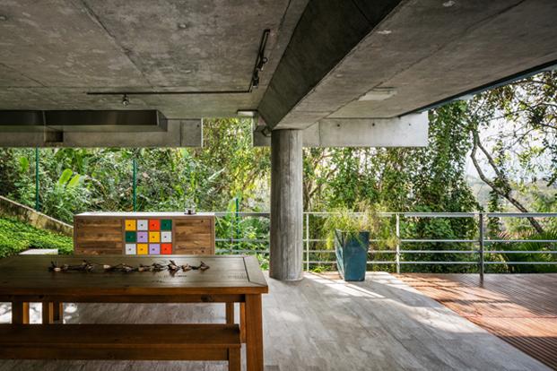 garage casa moderna en Ubatuba en Brasil diariodesign