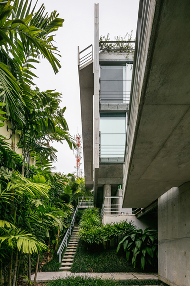 planta baja de la casa Ubatuba de SPBR Arquitetos en Brasil diariodesign