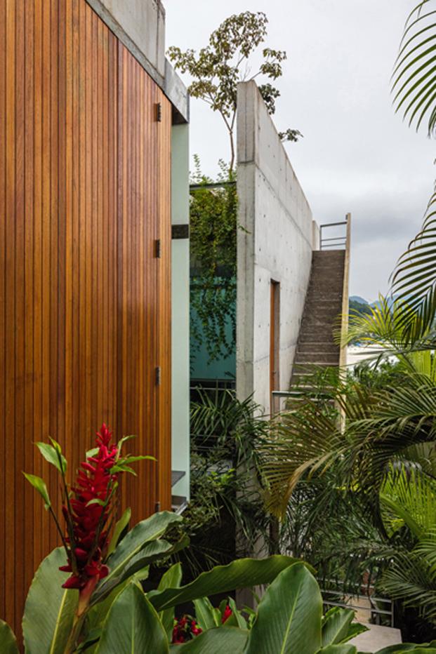 detalle del exterior de la casa Ubatuba de los arquitectos en Brasil
