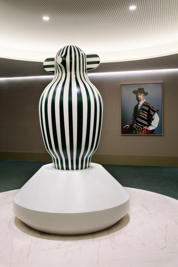 detalle escultura en hotel barcelo torre de madrid de jaime hayon diariodesign