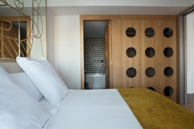 dormitorio del hotel barcelo torre de madrid de jaime hayon en diariodesign
