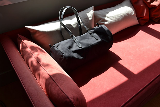 duffle bag en negro de equipaje para el dia de la madre en diariodesign