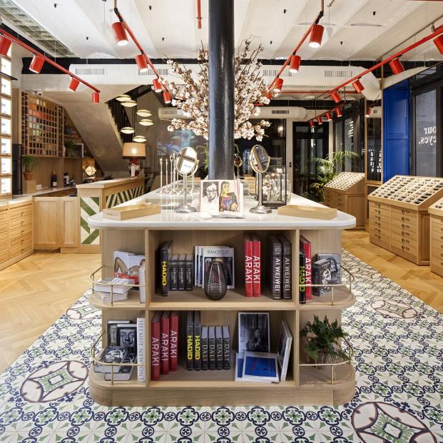 nueva tienda de etnia barcelona con libros de arte y fotografia diariodesign