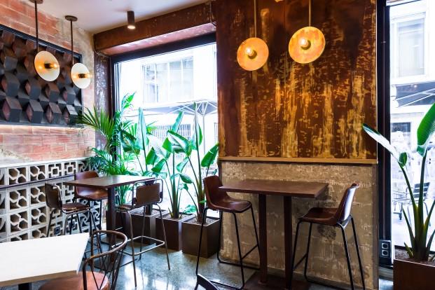 mesas del gastrobar la manera de masquespacio en valencia diario design