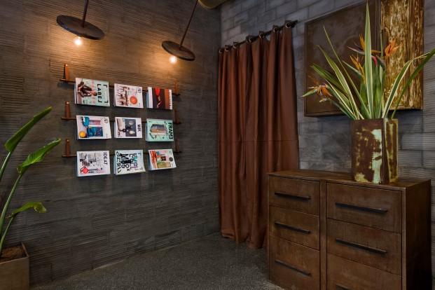 paredes de hormigon en bar la manera de masquespacio en valencia diario design