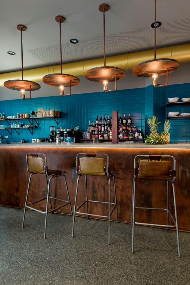 muebles de singular market en bar restaurnate la manera de masquespacio en valencia diario design