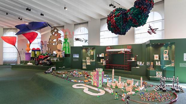 juguetes de diseño en milano exposicion girogirotondo