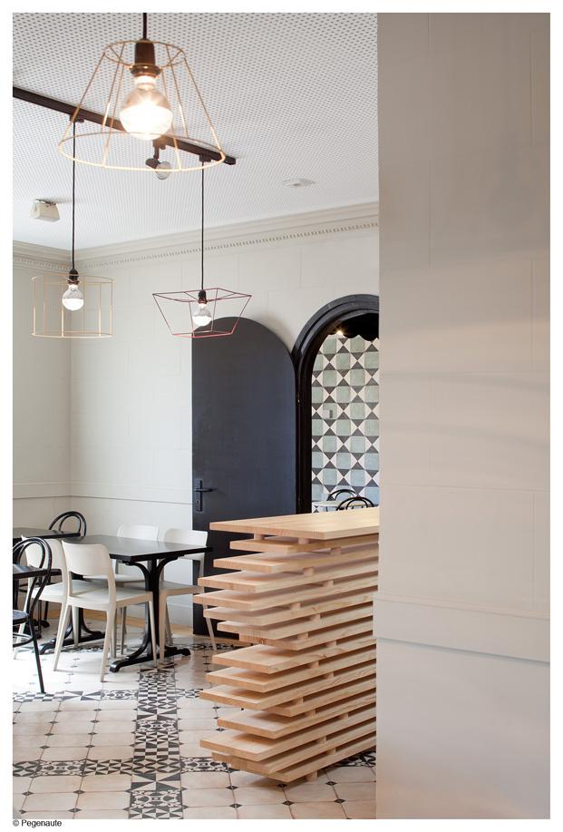 bar del hostal en barcelona y residencia de estudiantes Nikbor Normal Estudio arquitectos diariodesign