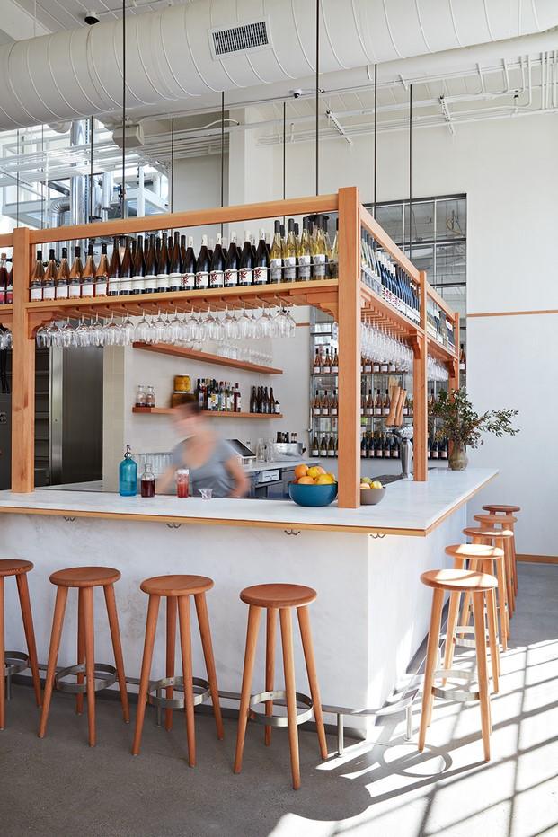 barra de la panaderia industrial y cafeteria tartine en manufactory diariodesign