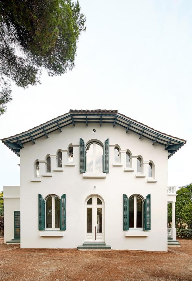 fachada de casa noucentista rehabilitacda en cerdanyola por estudio arquitectura g diariodesign