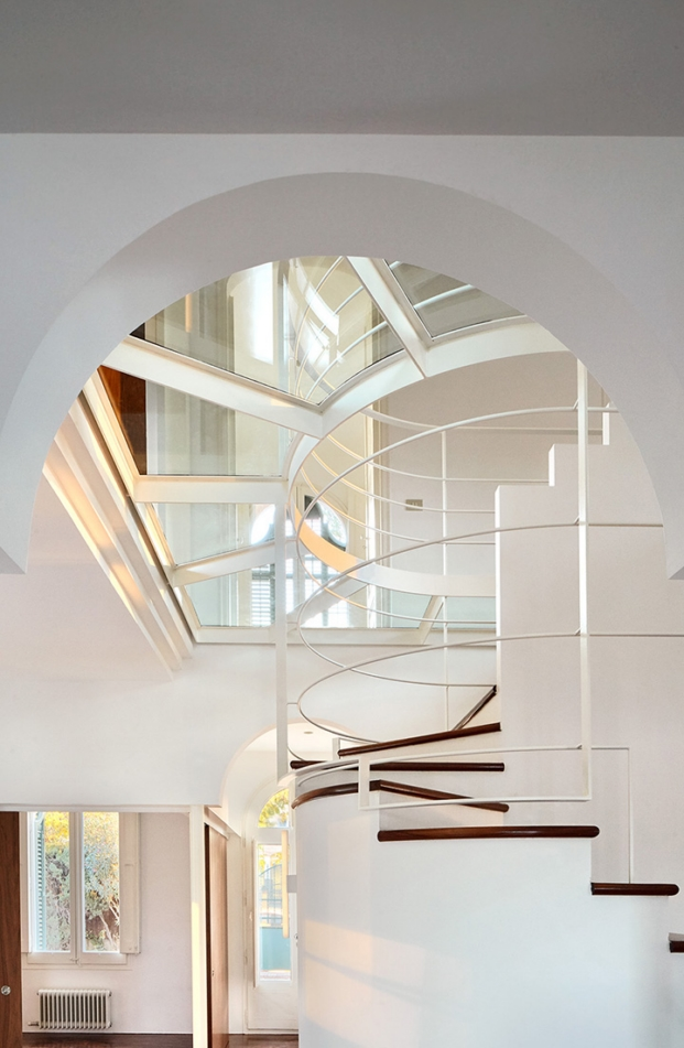 escalera y arquitectura interior de casa noucentista en cerdanyola por arquitectura g diariodesign