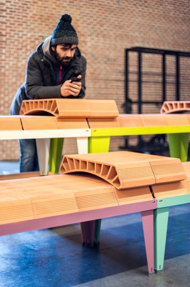 mobiliario urbano con bovedilla de ceramica de enorme-studio
