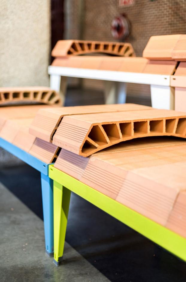 detalle de mobiliario urbano de enorme estudio