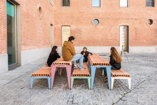 muebles urbanos con bovedilla de enorme-studio
