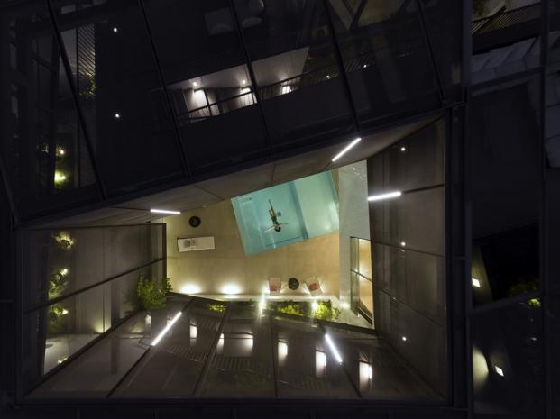 vista aerea de la piscina de una casa con jardines en kuwait diariodesign
