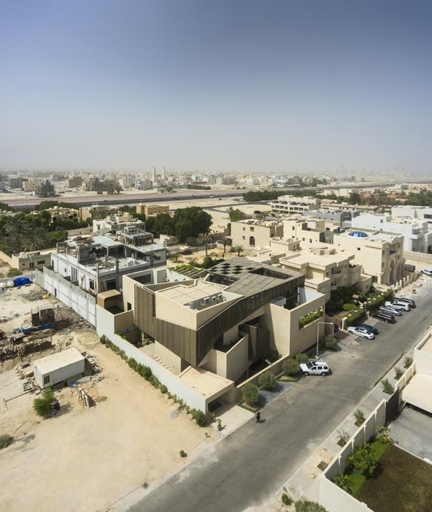 vista del complejo de una vivienda con jardines en kuwait diariodesign