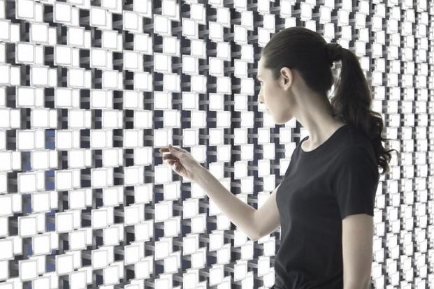 tokujin-yoshioka-lg-wall-of-the-sun-tortona-diariodesign