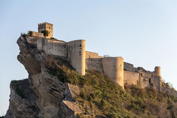 imagen castillo de Roccascalegnapara el concurso young architects diariodesign