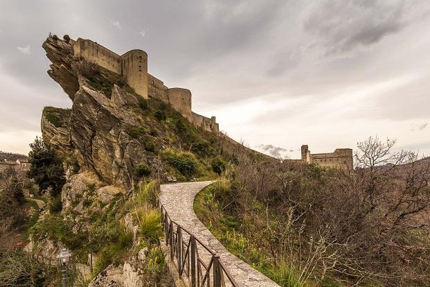 castillo de Roccascalegna young architects organiza concursos de arquitectura diariodesign