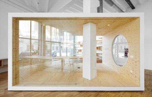 cubo arquitectonico en oficinas en barcelona de goroka park