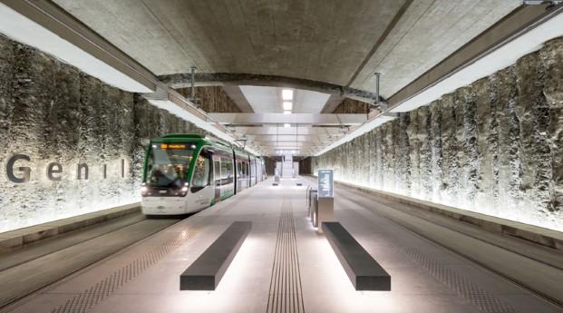 Estación de metro Alcazar Genil en Granada finalista premios fad 2017