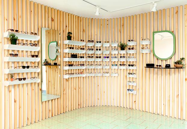 expositor de gafas en tienda okio de taller kent arquitectos