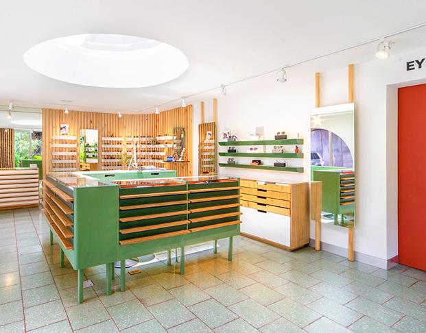 interior tienda de gafas okio en guatemala