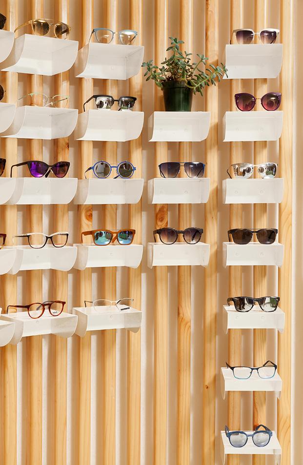 detalles expositor gafas en boutique okio en guatemala