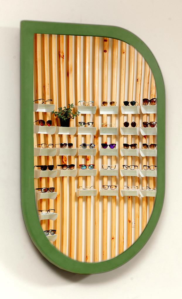 expositor de gafas en tienda okio del estudio taller kent